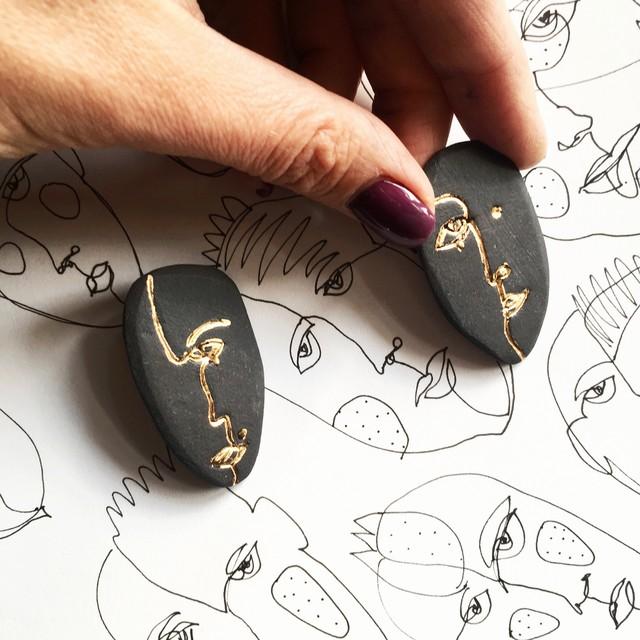 Juodo porceliano auskarai INTROVERT
